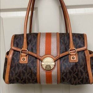 🍂👜🍁 ADORABLE MICHAEL KORS SATCHEL